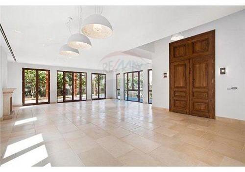 בית חדש יוקרתי עם מעלית ובריכה - נכס מספר 1052