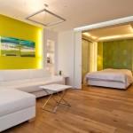 חדר שינה עם מבט לסלון